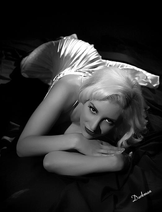 Mia-Vixen-Hollywood-Glamour