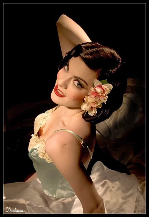 Kelly Devoto Color Pinup